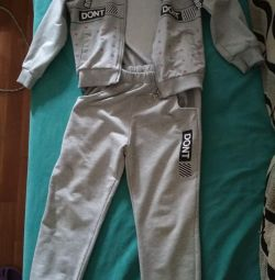 Tracksuit for a girl of 7 years