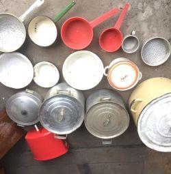 Pots, tanks, colander