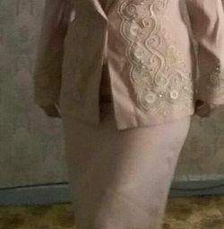 Το κοστούμι είναι θηλυκό. Ορλάντο Ρόσι, τρία, σε ένα μαξιλάρι.