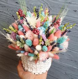 Bouquet in a knitted flower pot.