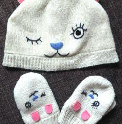 Polar kumaşta yeni bir şapka ve eldiven seti