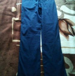 Pantaloni.
