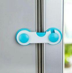 Locks on the fridge from children