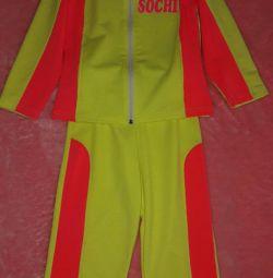 Αθλητικό κοστούμι για τα παιδιά νέο