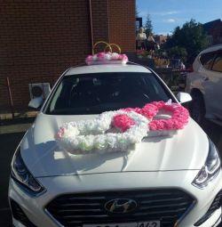 Decoratiuni de nunta pe masina