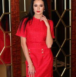 Платье красное из твида