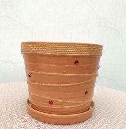 Flower pot with rhinestones