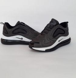 Adidasi Nike Air 720
