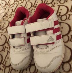 αθλητικά παπούτσια adidas