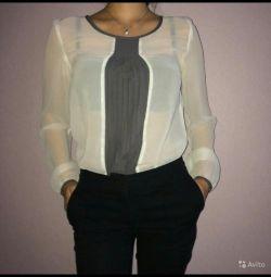 Voi vinde o bluză albă, stil excelent, feminin