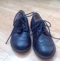Pantofi pentru băiat. Dimensiunea 28.