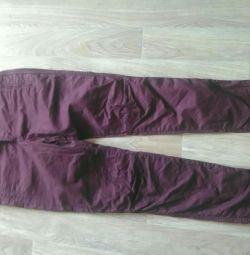 Pantaloni de blugi, intrați în profil