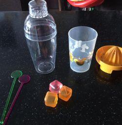 Storcător, pahar de cocktail, bețișoare, lingură