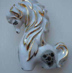 Ένα αγαλματίδιο ενός νεαρού αλόγου από την ΕΣΣΔ