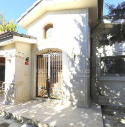 Дом Отдельно в Moniatis Лимассол