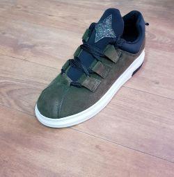 Women's Sneakers ????