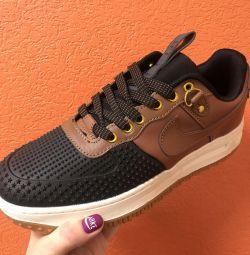 Spor ayakkabı satacağım