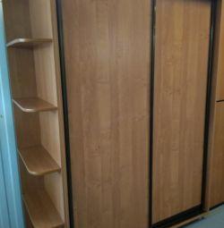Συρόμενη ντουλάπα με μεταχειρισμένα συντάγματα