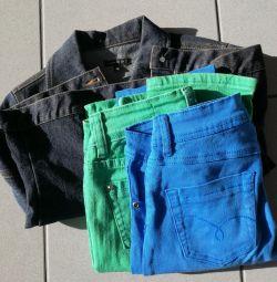 Джинсовая куртка и цветные джинсы