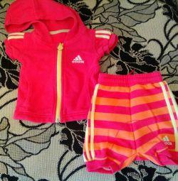 Costumul Adidas. 62-68