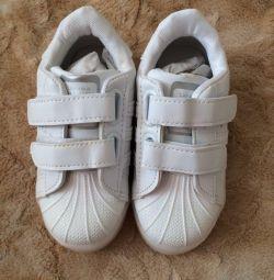 кросівки світяться