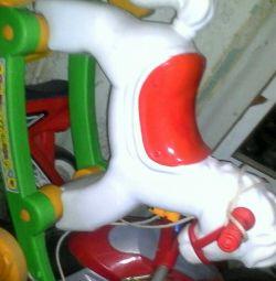 Лошадка с колесами на полозьях