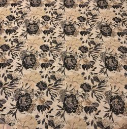 O masă rotundă de tapițerie