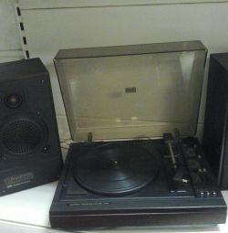 Turntable with radio speakers