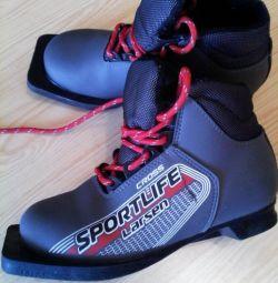 Μπότες σκι (μέγεθος 33).