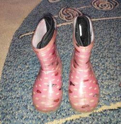 Χρησιμοποιούνται μπότες από καουτσούκ