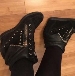 Μπότες σε σφήνα