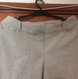 Pantalonii sunt vara noi
