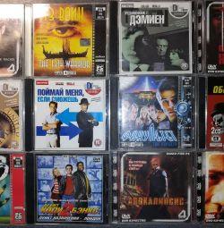 Δίσκοι με ταινίες MPEG4 (CD) σε πλαίσια στη συλλογή.