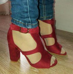 Sandale noi.