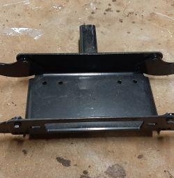 Winch fastening platform quick-detachable