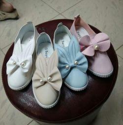 Alunecările. Iepurii) sunt foarte elegante și luminoase pe picioare.