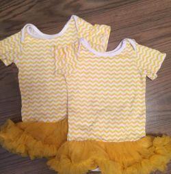 Δύο κορμάκια με φούστα για φούστες.