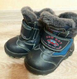 Oğlan için kışlık ayakkabılar