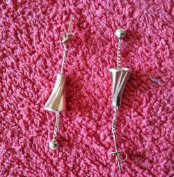 Earrings in gold.