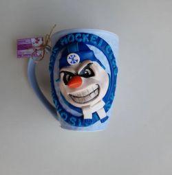Mug with a decor of a snowman of Siberia