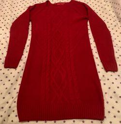 Rochia este tricotată cald