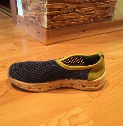 Літні кросівки, сандалі