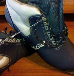 Pantofi de schi noi p.46