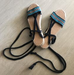 New sandals at the outfits of Hollister California