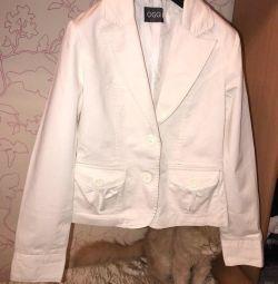 Белый стильный пиджак