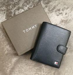 Το πορτοφόλι του Tommy Hilfiger