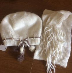 Нова шапка з шарфом