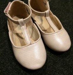 Pantofi pentru fete rezervate