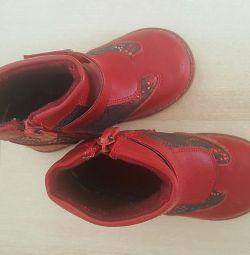 Pantofi pentru o fată mărimea 23