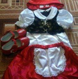 Costum roșu de călărie